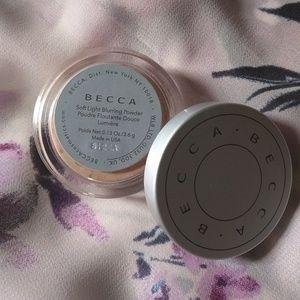 Brand new! BECCA SOFT LIGHT BLURRING POWDER